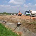 scavo-e-sistemazione-sottofondo-per-posa-scatolari-in-ca-per-canali-d-irrigazione-in-prov-di-verona-medium.jpg