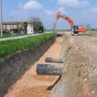 scavo-e-sistemazione-sottofondo-per-posa-scatolari-in-ca-per-canali-d-irrigazione.jpg